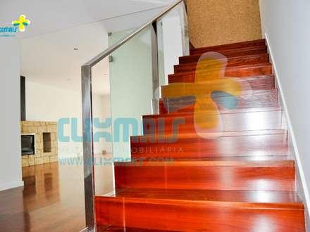 Hall de entrada (2): Escadas  por Clix Mais