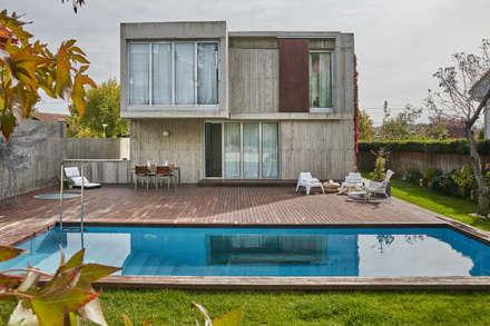 Fincas de estilo  por Alberich-Rodríguez Arquitectos