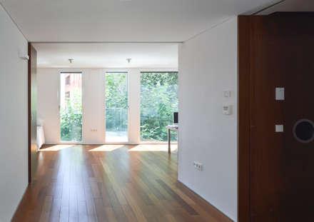 Vivienda en el Centro de Madrid: Salas multimedia de estilo moderno de Alberich-Rodríguez Arquitectos