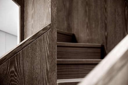 三本王府21+22樓:  樓梯 by WID建築室內設計事務所 Architecture & Interior Design