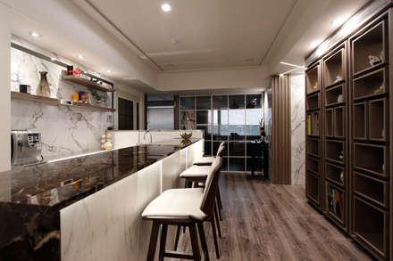 Oficinas de estilo colonial por 大漢創研室內裝修設計有限公司