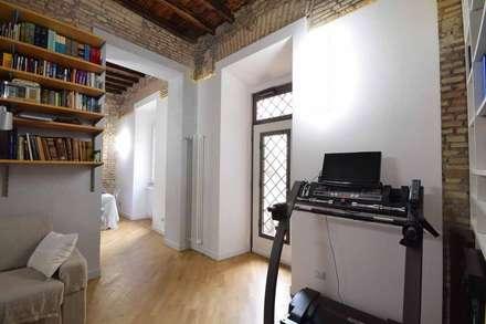 LA CASA DI YANEZ A ROMA: Soggiorno in stile In stile Country di silvestri architettura