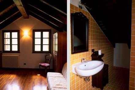 UN ANGOLO DI PARADISO PER MAURIZIO CROZZA: Bagno in stile In stile Country di silvestri architettura