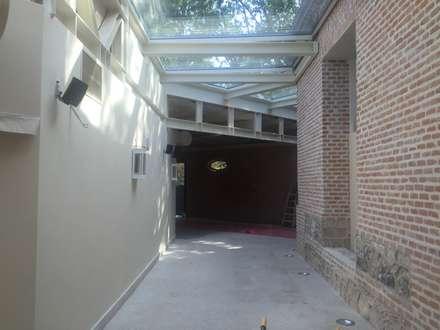 Restaurante FLORIDA PARK, Madrid: Pasillos y vestíbulos de estilo  de APRO CONSTRUCTION MANAGEMENT S.L.