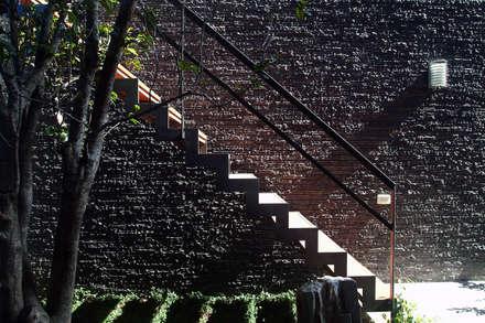 建築設計 東英 CY House:  樓梯 by 黃耀德建築師事務所  Adermark Design Studio