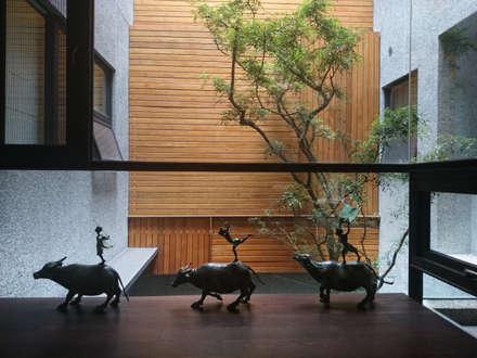 室內設計 五權 CD House:  牆面 by 黃耀德建築師事務所  Adermark Design Studio