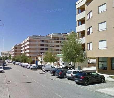 Praça: Habitações multifamiliares  por Eduardo Arquitetura