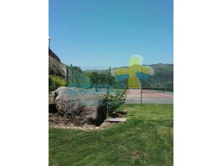 Zonas de lazer  Court tennis: Casas de campo  por Clix Mais
