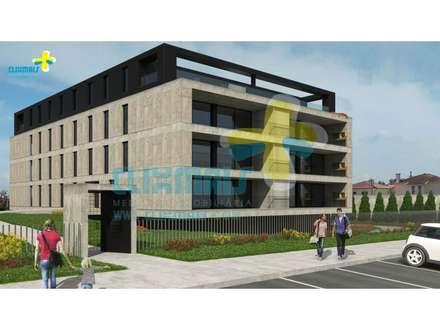 Exterior do prédio : Condomínios  por Clix Mais