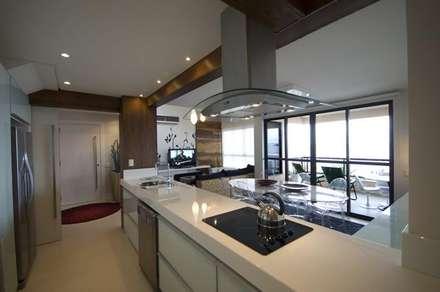 Área Gourmet - depois: Armários de cozinha  por Form Arquitetura e Design