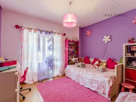 Apartamento T2 Odivelas: Quartos de rapariga  por EU LISBOA