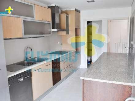 Apartamento T2+1 muito bom, em Fraião.  Referência: clix mais AP 310: Cozinhas embutidas  por Clix Mais