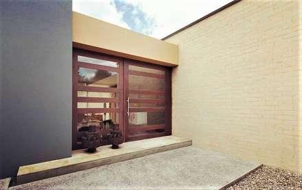 Puertas de estilo  por David Macias Arquitectura & Urbanismo