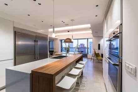 COCINA: Cocinas equipadas de estilo  por Design Group Latinamerica