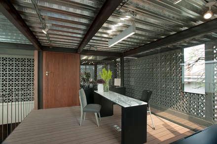 Edificios de Oficinas de estilo  por Paola Calzada Arquitectos