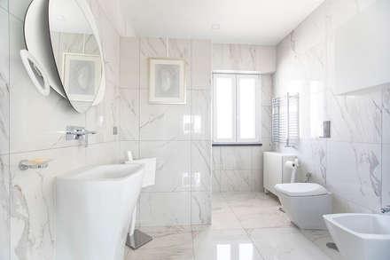 Bagno: Bagno in stile in stile classico di Facile Ristrutturare