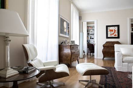 RISTRUTTURAZIONE APPARTAMENTO A MILANO: Soggiorno in stile in stile Classico di Studio Architettura Macchi