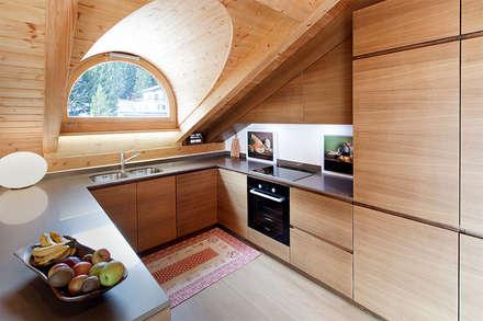 RISTRUTTURAZIONE APPARTAMENTO IN MONTAGNA: Cucina in stile in stile Scandinavo di Studio Architettura Macchi