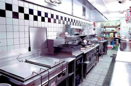 Cocinas integrales de estilo  por 中浦建築事務所