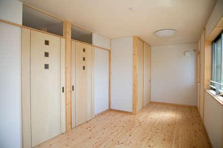 Teen bedroom by 中浦建築事務所