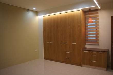 長輩房衣櫃:  臥室 by houseda