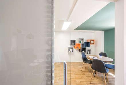 Un restyling que rompe estereotipos: Edificios de oficinas de estilo  de Silvia R. Mallafré