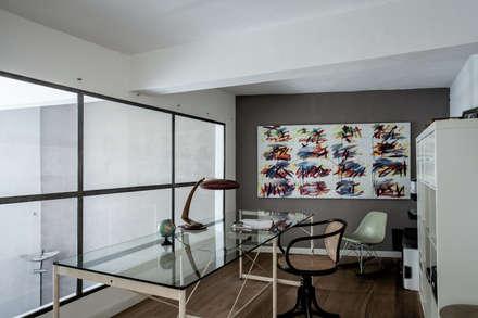 CASA RS: Studio in stile in stile Industriale di Lula Ferrari Architetto