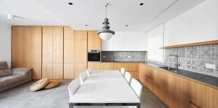 CASA JÚLIA: Comedores de estilo escandinavo de GUILLEM CARRERA arquitecte