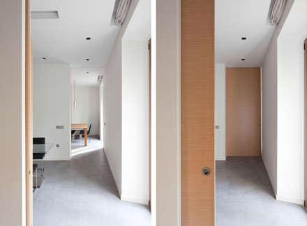 Corridor & hallway by GUILLEM CARRERA arquitecte