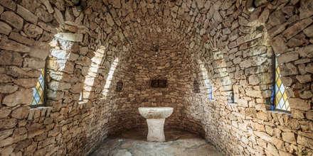 Bodegas de estilo mediterráneo por GUILLEM CARRERA arquitecte