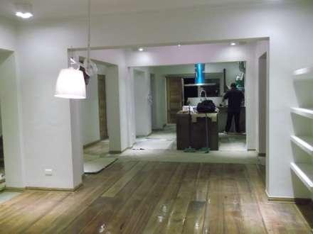 CASA DUHAUT: Comedores de estilo minimalista por AOG