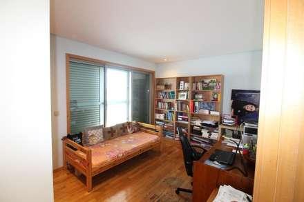 Quarto 2 ou escritório (1): Quartos rústicos por Clix Mais