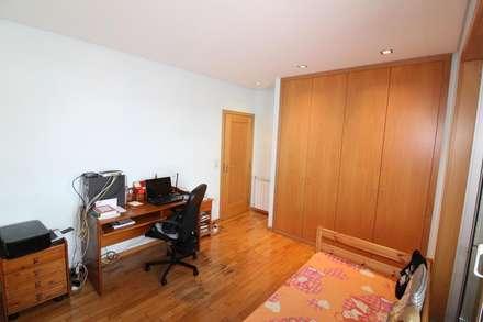 Quarto 2 ou escritório (2): Quartos rústicos por Clix Mais