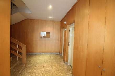 Hall do prédio: Corredores e halls de entrada  por Clix Mais
