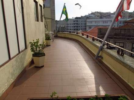 Hotel Pão de Açucar - Deck: Hotéis  por Be On Garden