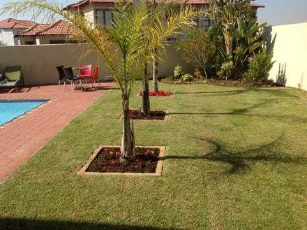 EPR HOLDINGS : modern Garden by EPR HOlDINGS