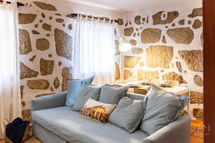 Sala de estar: Salas de estar campestres por IAM Interiores