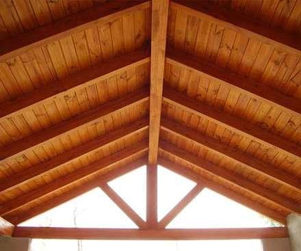wood ceiling: Espacios comerciales de estilo  por Premium commercial remodeling