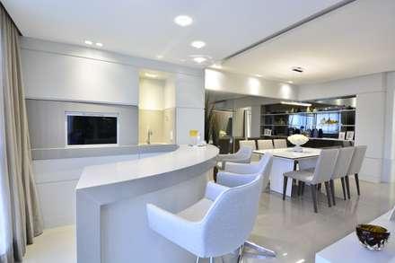 غرفة السفرة تنفيذ Motta Viegas arquitetura + design
