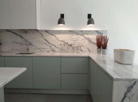 minimalistic Kitchen by CF Arquitectura e Design