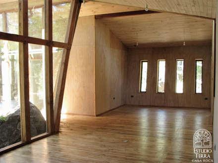 Casa Roca: Comedores de estilo moderno por Estudio Terra Arquitectura & Patrimonio