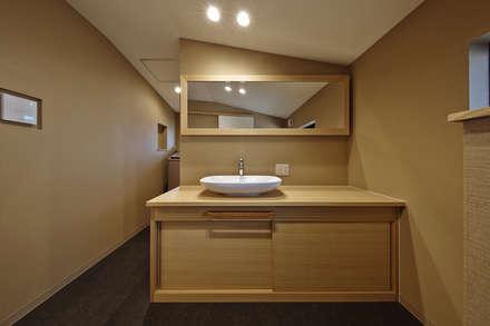 asian Bathroom by 空間工房 用舎行蔵 一級建築士事務所