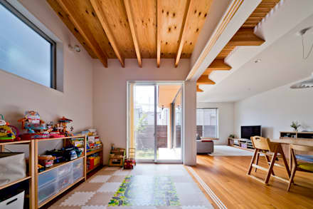 asian Nursery/kid's room by キリコ設計事務所