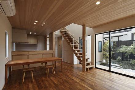 京都市T邸: 空間工房 用舎行蔵 一級建築士事務所が手掛けたダイニングです。