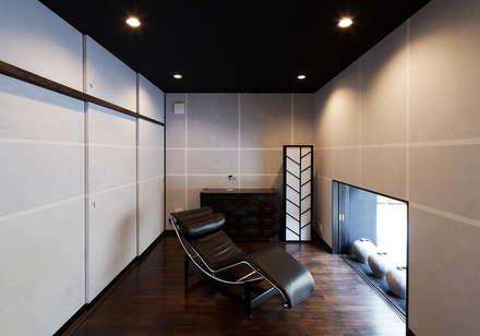 Studio in stile in stile Asiatico di 空間工房 用舎行蔵 一級建築士事務所