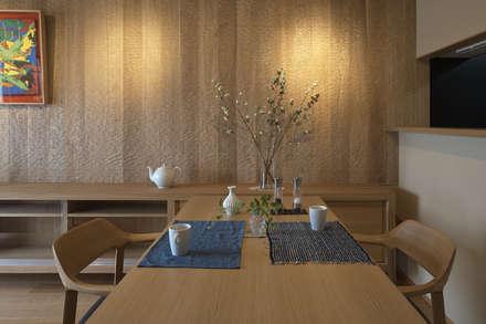 京都市I邸: 空間工房 用舎行蔵 一級建築士事務所が手掛けたダイニングです。