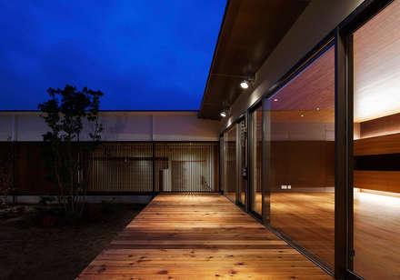 Corridor, hallway by 空間工房 用舎行蔵 一級建築士事務所