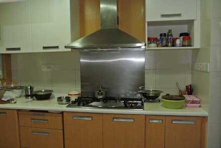 Before renovation of Kitchen: modern Kitchen by FINE ART LIVING PTE LTD