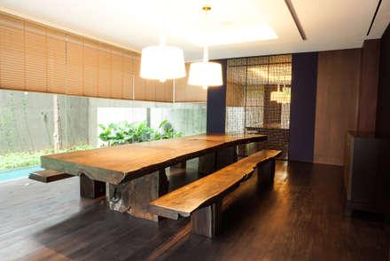 JC House :  Ruang Makan by ARF interior