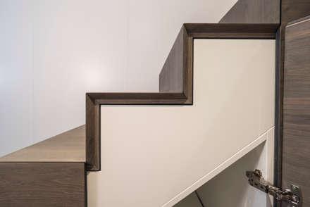 Treppendetail:  Treppe von Mannsperger Möbel + Raumdesign